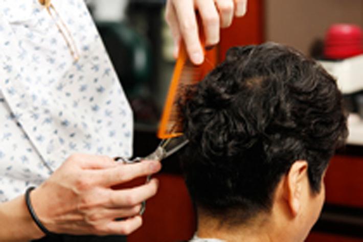 以前より美容院や散髪に行く頻度が減った