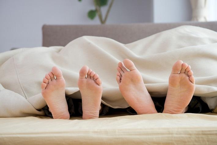 """いい睡眠を考えたら、""""添い寝""""は、ご法度!?"""
