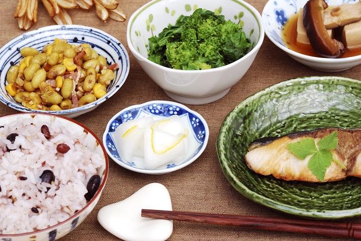 【スムージーとの上手なつき合い方4】スムージーだけはNG タンパク質+噛みごたえがある料理をプラス!