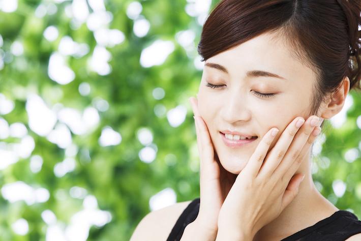 化粧品の効きもアップする? 明るい柔肌をつくる角質ケアのススメ