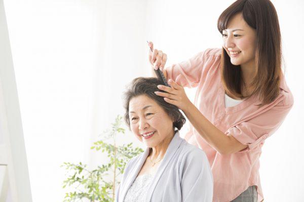 白髪染めは2ヵ月に1回が目安。自分で染めるなら正しい使い方で
