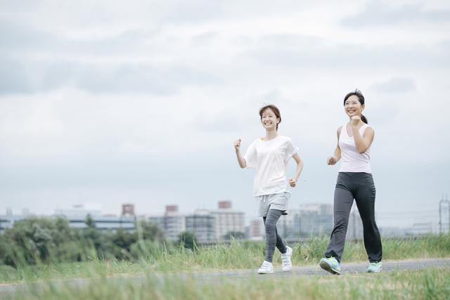 健康長寿を目指すなら、1日8000歩・20分の速歩き!