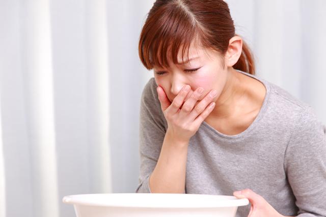 下痢と一緒に嘔吐や胃痛の症状が出る?