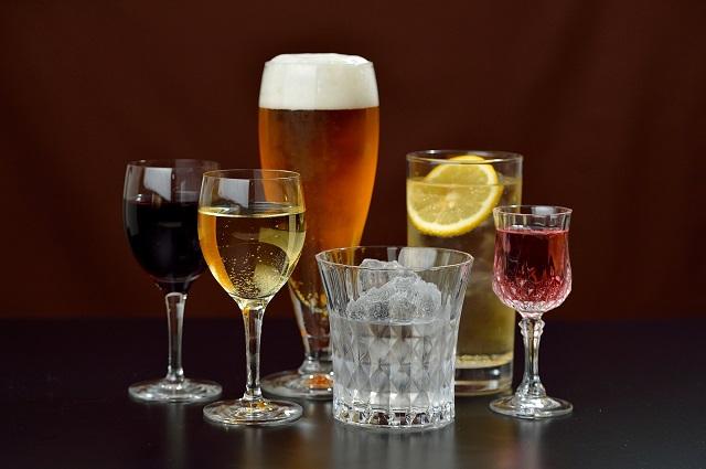 アルコール依存症は肝臓や膵臓、脳などにダメージを与えることも